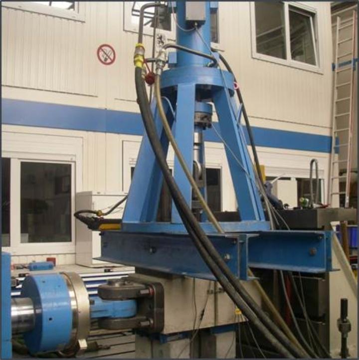 Servo-hydraulischer Prüfzylinder (c)